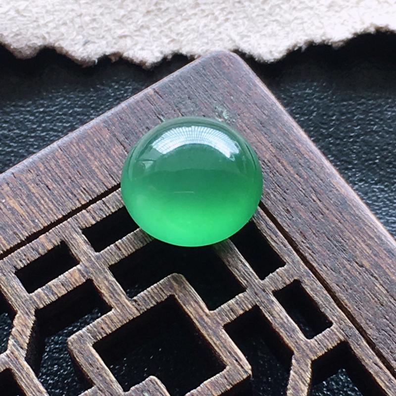 【超值推荐】冰绿戒面,自然光实拍,缅甸a货翡翠,种好通透,水润玉质细腻,雕刻精细,饱满品相佳,