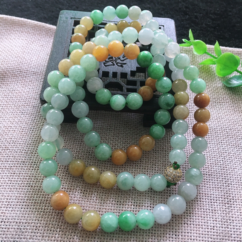 三彩油润水润108佛珠项链,色泽鲜艳,单珠直径8.3*mm 108颗,金属珠为装饰珠