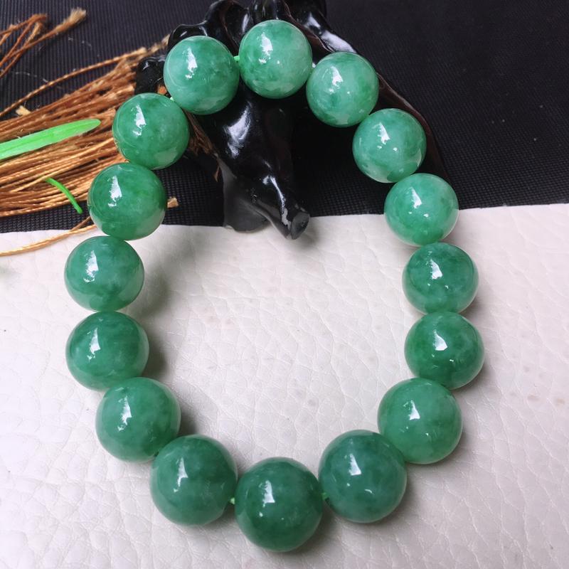 水润浅绿飘花大圆珠手链,玉手串,玉质细腻油润,底色好飘花,n珠直径13.5mm,16颗