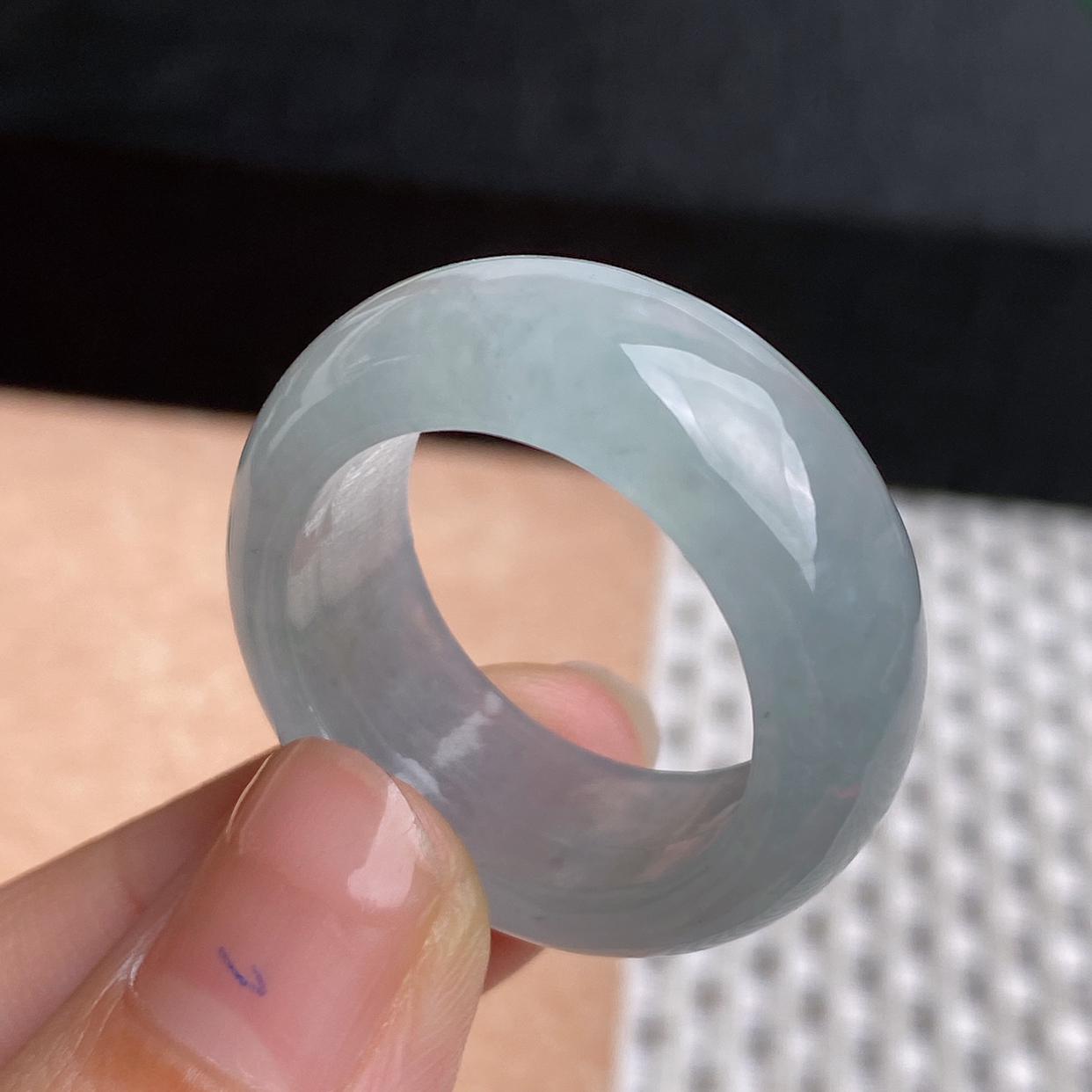 A货翡翠-种好冰润戒指,尺寸-20.6*10.6*4.7mm内径20.6mm26号