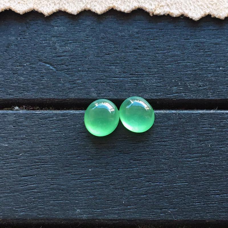 冰种满绿蛋面一对,自然光实拍,缅甸a货翡翠,种好通透,起荧光,颜色艳丽,精致迷人,镶嵌超赞