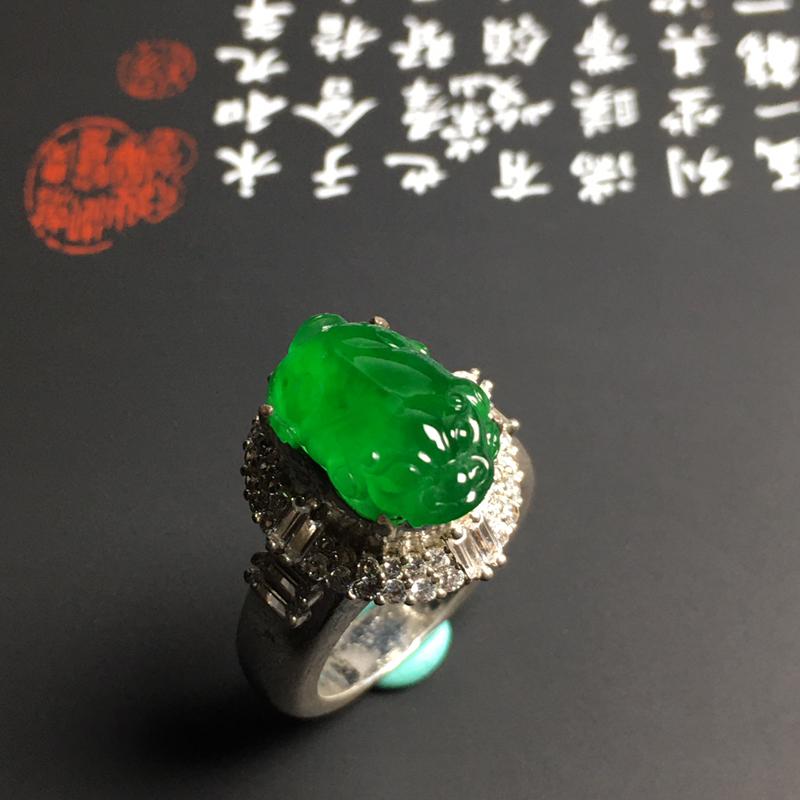 老坑冰种阳绿【招财貔貅】戒面 水润通透 质地细腻 翠色阳绿 铜托