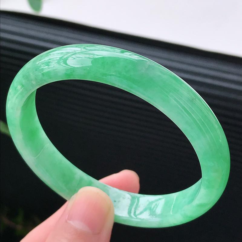 水润满绿翡翠正圈手镯  圈口54.5/11.0/6.2 冰清玉洁  流光溢彩  晶莹剔透  上手高贵