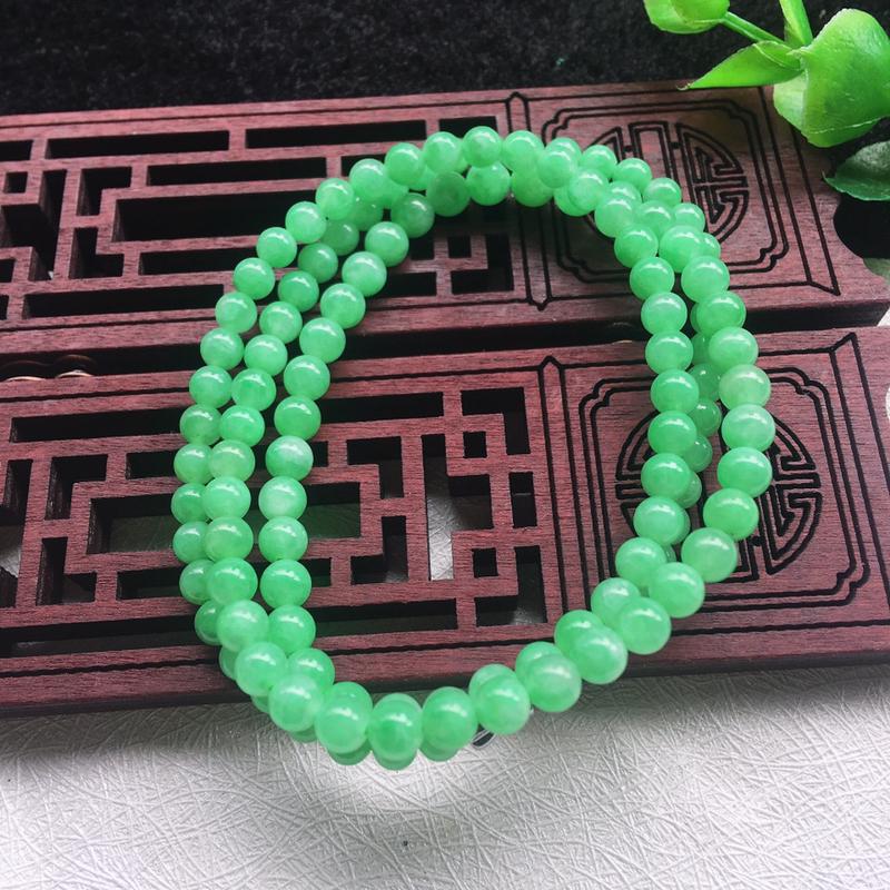 翡翠满色油润油绿细圆珠项链,翡翠佛珠玉链,色泽均匀,种老水足,玉质细腻,单珠:4.2mm,共117颗