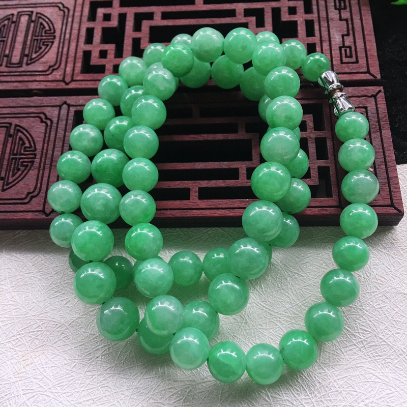 翡翠满色油润油绿大圆珠项链,翡翠佛珠玉链,色泽均匀,种老水足,玉质细腻,单珠:7.3*mm,共68颗