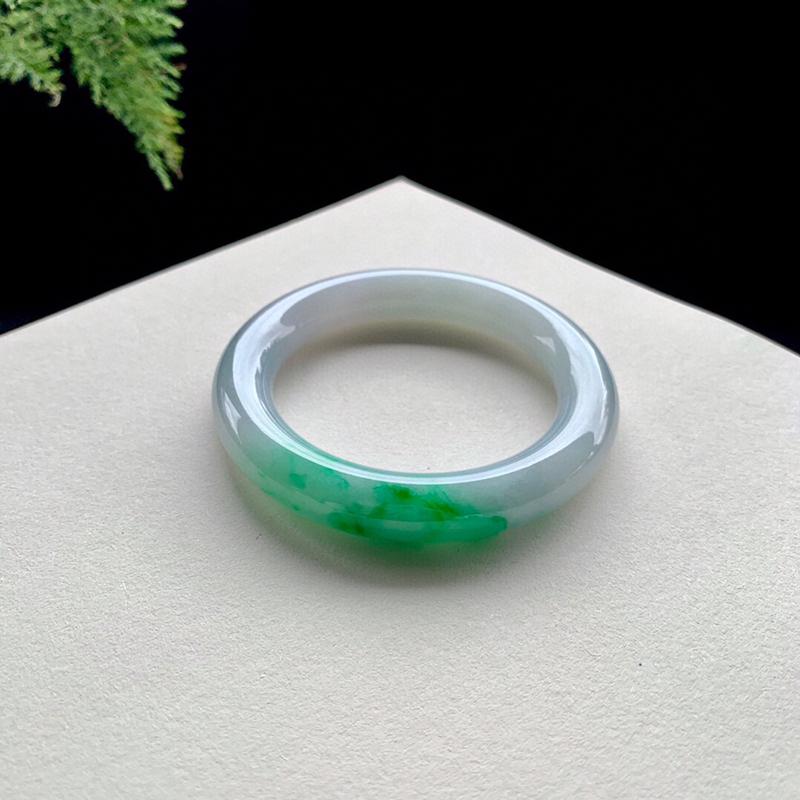 辣绿翡翠手镯,圆镯57.6-11.6-11.8,水润,种老,无纹裂