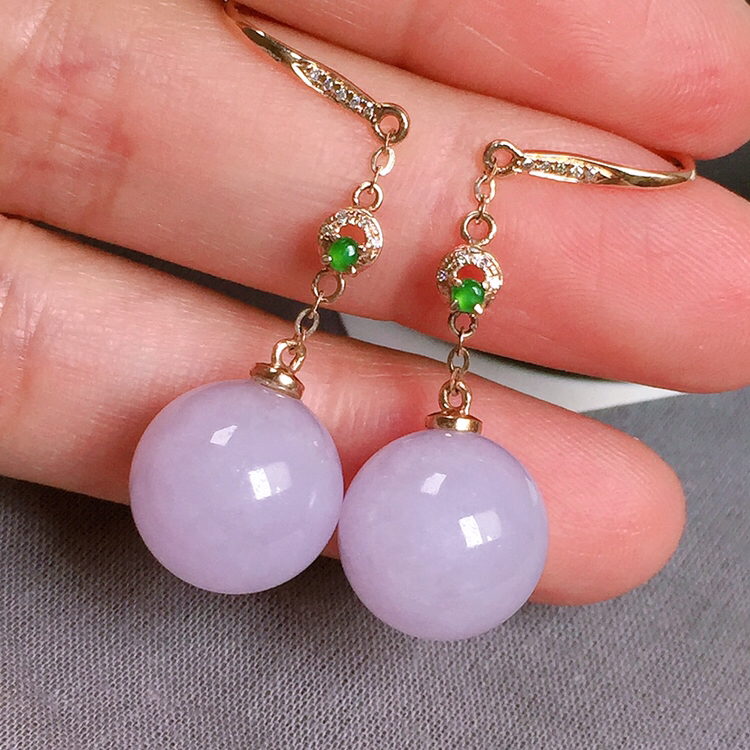 糯化种紫罗兰翡翠耳坠,种水好,玉质圆润,色泽均匀,裸石尺寸:11.9-12