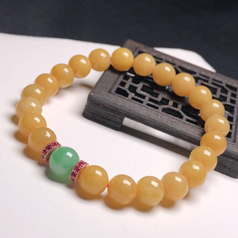 糯化种黄翡翠珠链手串、直径7.8毫米、质地细腻、色彩鲜艳、隔珠是装饰品、A085B5221