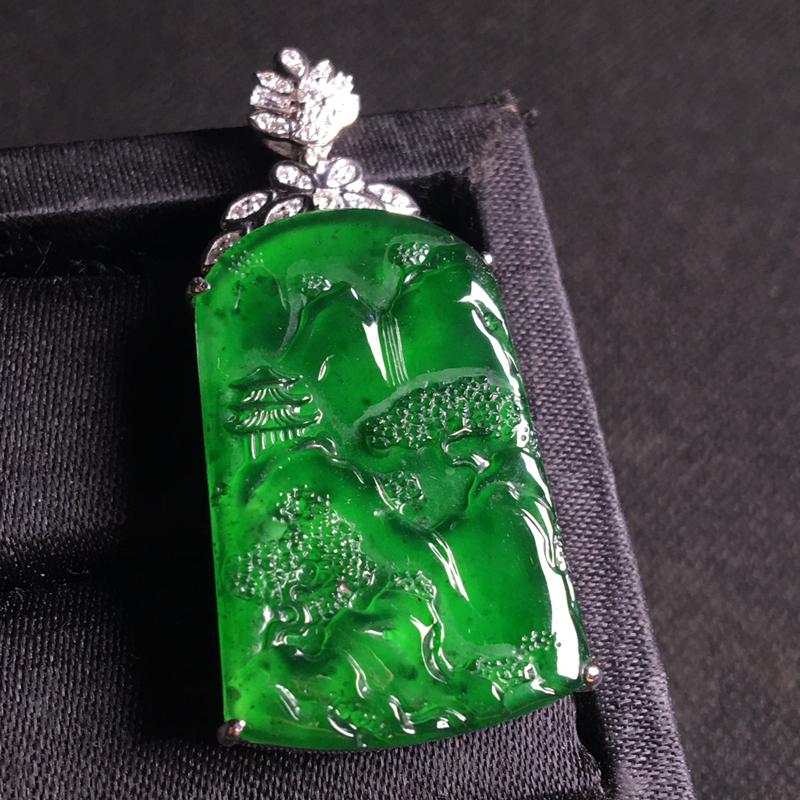 18k金伴钻镶嵌满绿山水牌吊坠,细腻冰透,种好通透,翠绿欲滴,种水足,裸石:32*21*3,整体:4