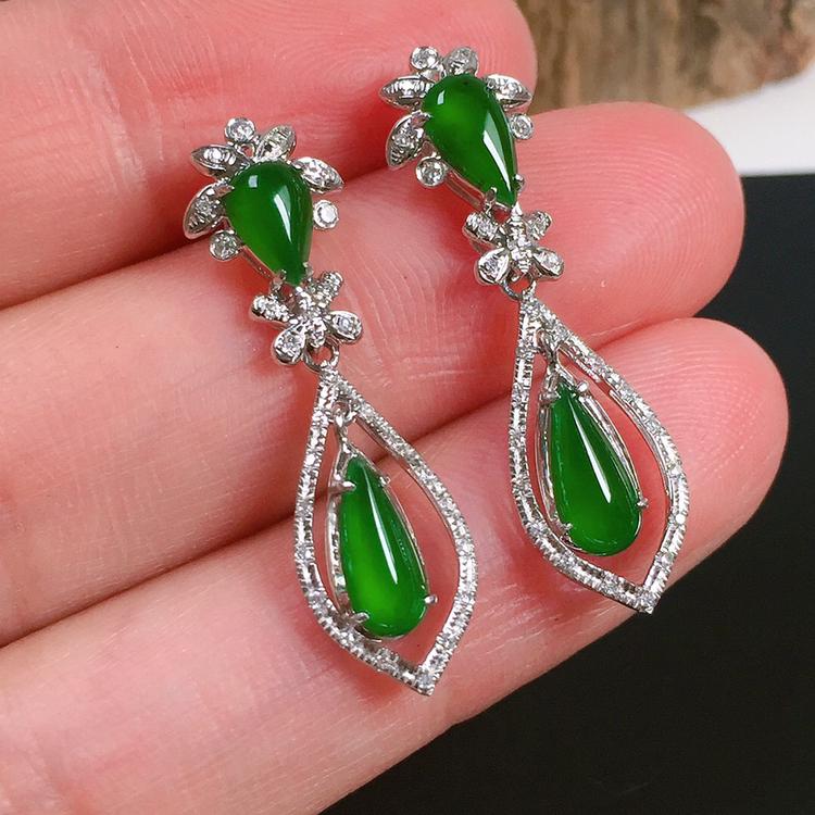 冰种满绿翡翠吊坠,种水好,玉质冰透,色泽艳丽,裸石尺寸:8.4-4.2-2