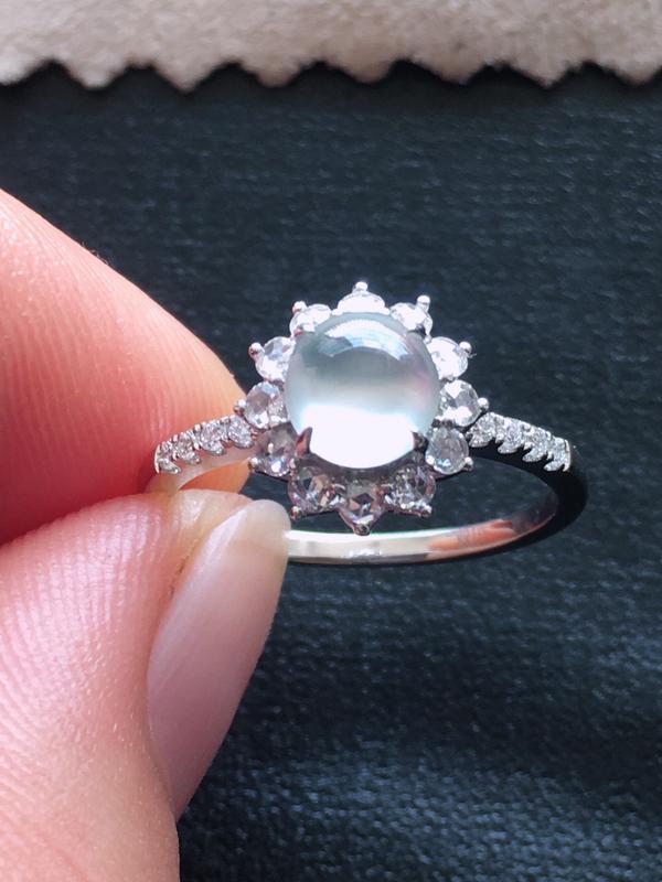 玻璃种戒指,起荧光,18k金伴钻镶嵌 种好通透,水润玉质细腻,工艺佳,饱满品相佳,可直接佩戴。裸石尺