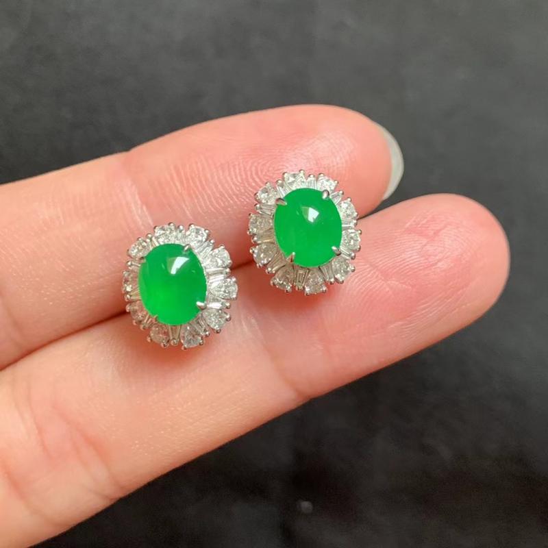 冰种阳绿耳钉 18k金伴钻 裸石7.4-6.2-2.8mm 色泽艳丽 种好冰透 款式精美