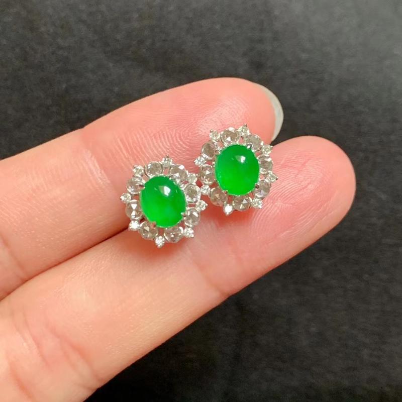 冰种阳绿耳钉 18k金伴钻 裸石6.8-6-2.8mm 色泽艳丽 种好冰透 款式精美