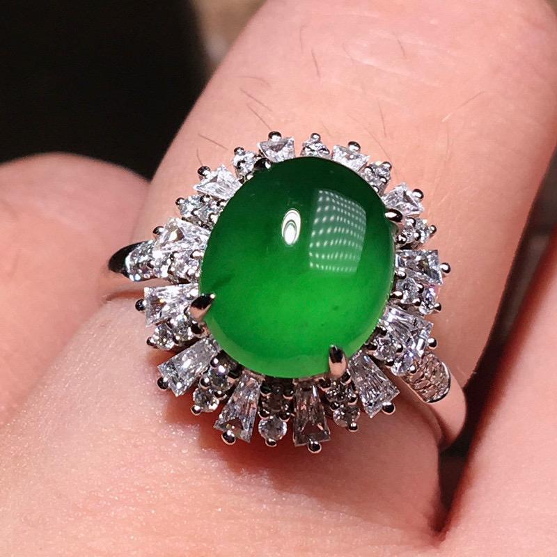 严选推荐(正经缅甸材料)老坑冰种纯正满绿色翡翠蛋面女戒指,老坑料子,种老起胶,荧光抢眼,盈润通