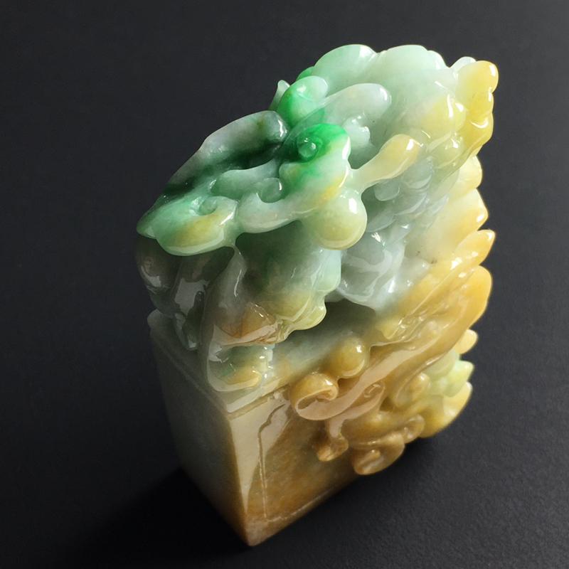 黄加绿貔貅印章 裸石尺寸63-39-19毫米 玉质水润  色彩亮丽 美观时尚 雕工精湛