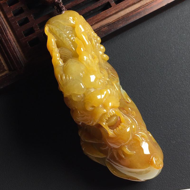 黄翡龙行天下手玩件 裸石尺寸85-32-27毫米 玉质水润  色彩亮丽 美观时尚 雕工精湛
