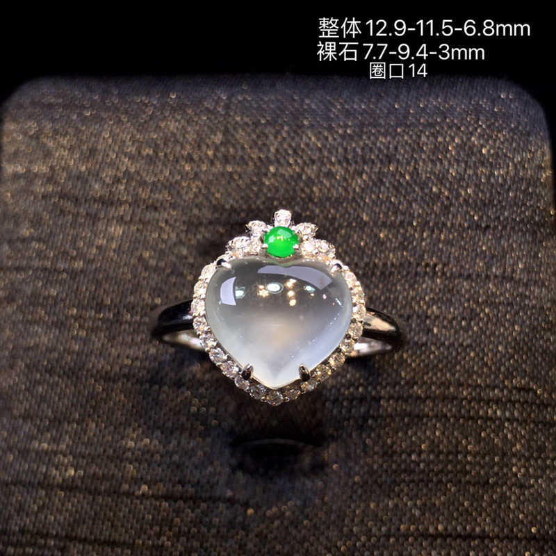 冰种心形翡翠戒指,冰透,水润,料子清爽,18k金镶嵌钻石