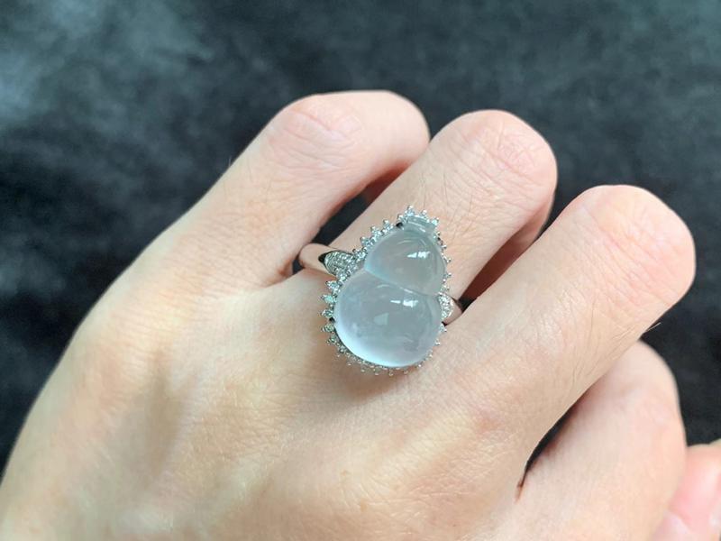 冰种葫芦戒指 内径16mm 裸石尺寸15.5-10.8-7.3mm 种好冰透 饱满精致
