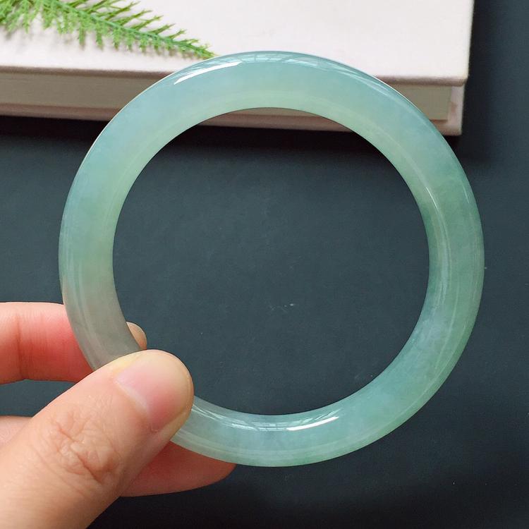 圆条57.6mm,冰糯种淡色手镯,冰润质地,温婉动人