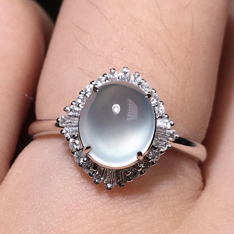严选推荐老坑玻璃种翡翠蛋面女戒指,18k金钻豪华镶嵌而成,品相佳,佩戴效果出众,尽显气质。种水