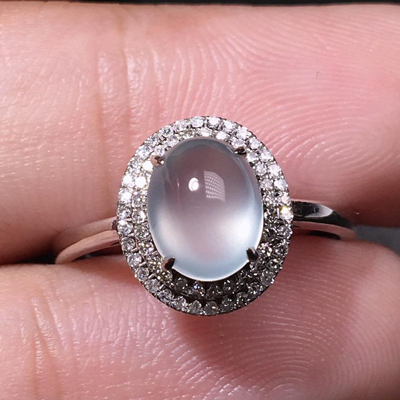 严选推荐老坑玻璃种翡翠蛋面女戒指,18k金钻搭豪华镶嵌而成,品相佳,佩戴效果佳,尽显气质。种水