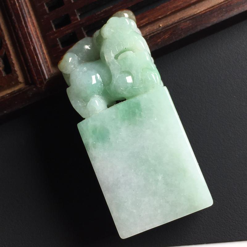 飘绿貔貅印章 裸石尺寸55-23-15毫米 玉质水润  色彩亮丽 雕工精美
