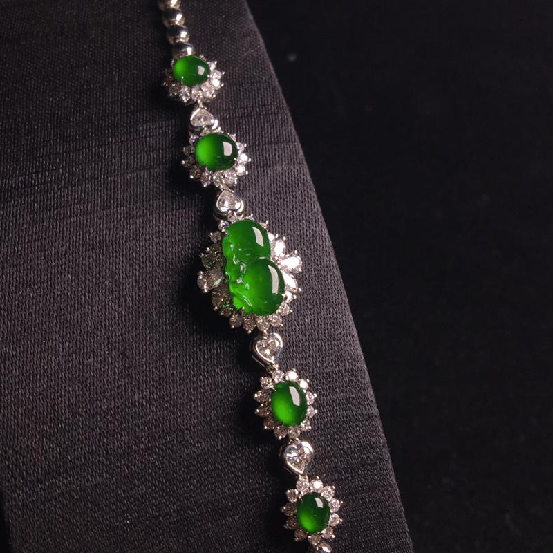 18k金满钻镶嵌高冰满绿葫芦手链,种老色辣,细腻冰透起胶,种好通透,种色俱佳,裸石:11*6*3,整
