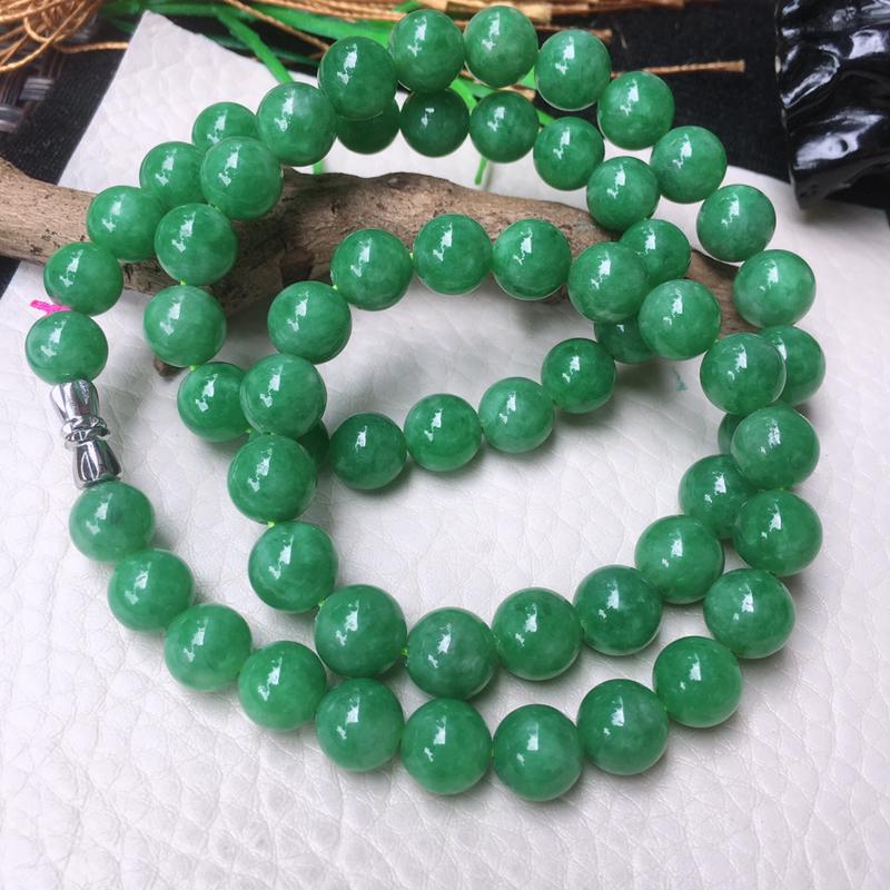 翡翠满色油润油绿大圆珠项链,翡翠佛珠玉链,色泽均匀,种老水足,玉质细腻,单珠:9mm,共61颗,金属