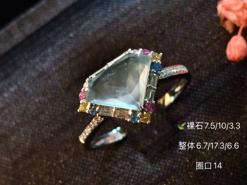 玻璃种设计款翡翠钻石切面戒指 无限美好 佩戴静雅出众 美的风景一幕幕 清雅宜人 钻石般闪耀