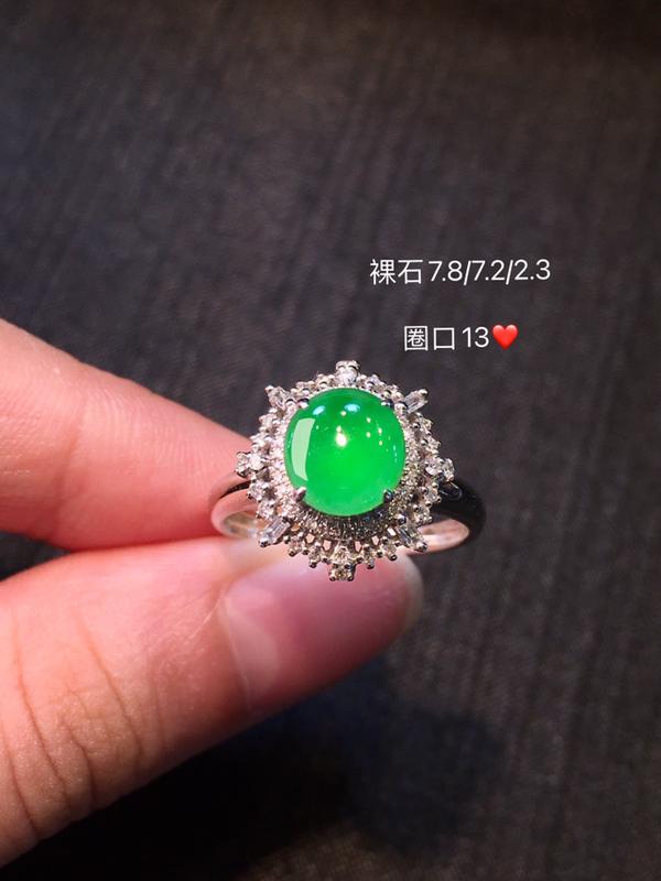 冰种正阳绿翡翠戒指 种色兼备 冰甜 起荧光 色泽甜美 水润干净 佩戴落落大方