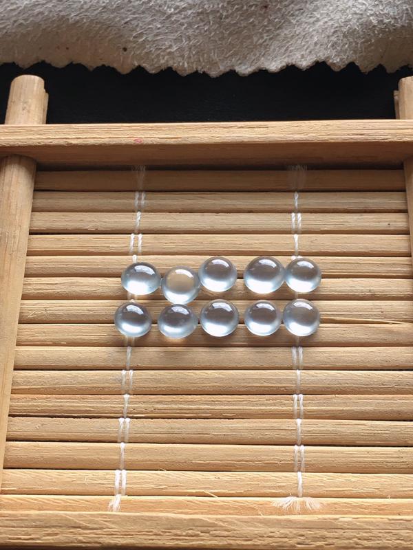 玻璃种小蛋面,一起10个,起荧光,自然光实拍,缅甸a货翡翠,种好通透,水润玉质细腻,雕刻精细,饱满品