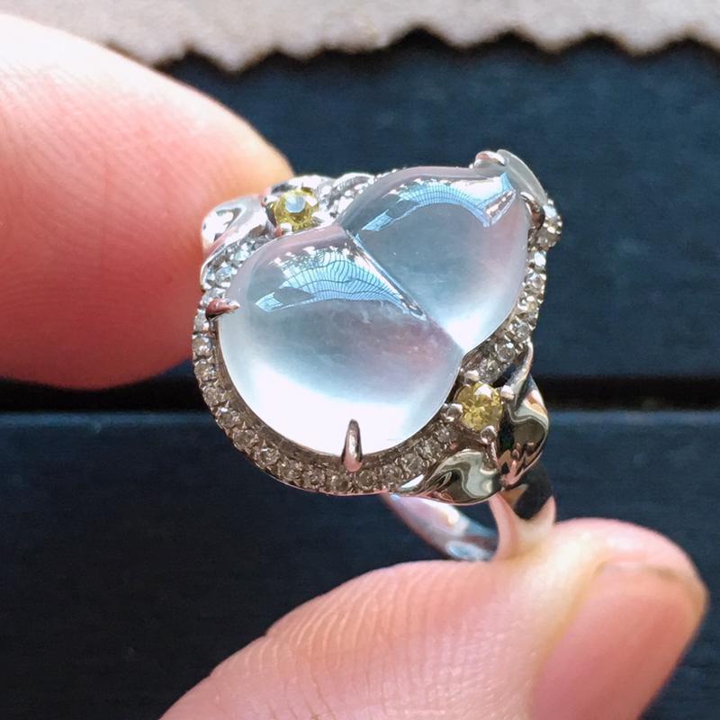 玻璃种葫芦18k金伴钻戒指,自然光实拍,种好通透,起荧光,莹润光泽,纯净无暇,品质高档,裸石13.5