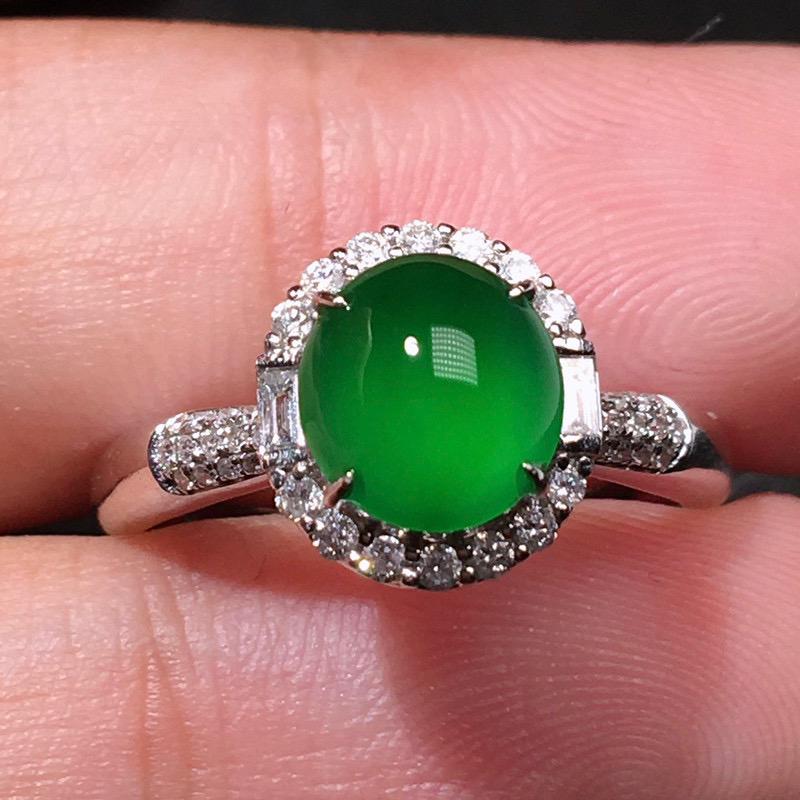 严选推荐(正经缅甸材料,实物更棒)老坑冰种浓阳绿色翡翠蛋面女戒指,裸石饱满圆润,18k金钻豪华