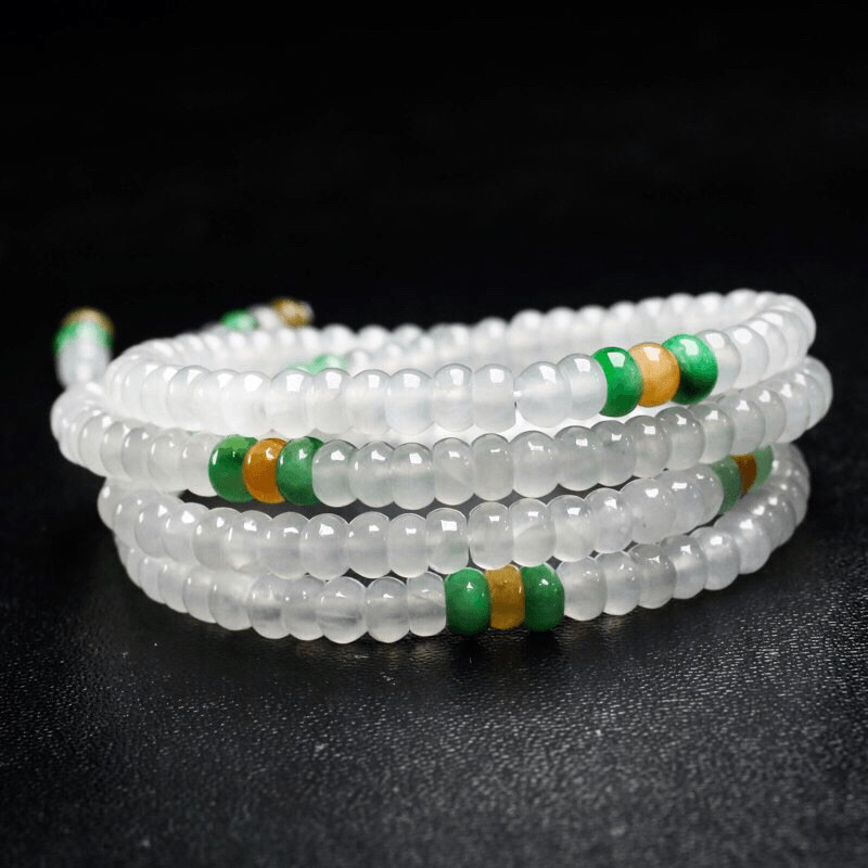 天然翡翠珠链,共224颗珠子,取其中一颗珠尺寸5*3mm,玉质莹润,清秀高雅,佩戴效果时尚漂亮。