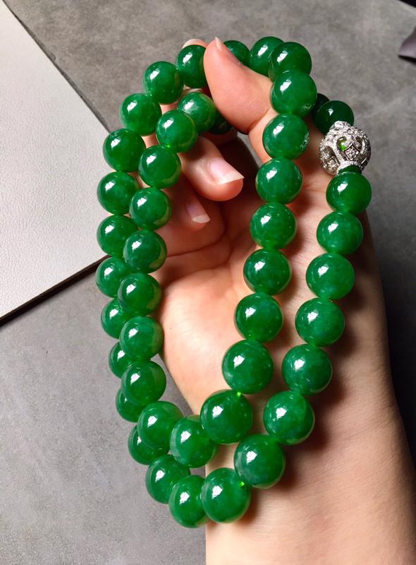 冰浓绿珠链.无纹无裂,色泽艳丽,饱满,裸石尺寸11/12共47个