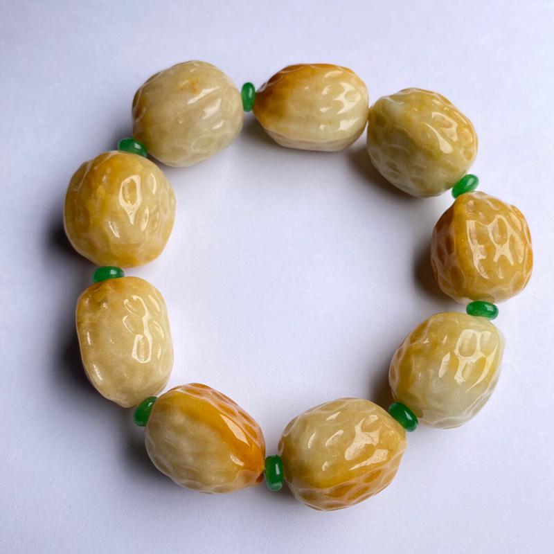 豆种黄翡核桃手串 9颗 色彩艳丽 款式时尚 中间隔珠为装饰品 裸石尺寸24.8-21.5-18.6毫