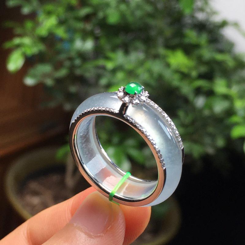 冰种指环 尺寸:5.9/3.5   卡尺直径:19.1mm  圈口:21   种好冰透 款式精美