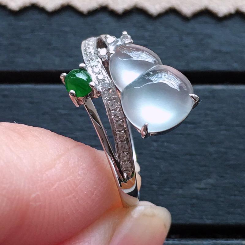 玻璃种葫芦18k金伴钻戒指,自然光实拍,种好通透,起荧光,底子纯净,莹润光泽,款式漂亮,品质高档,裸