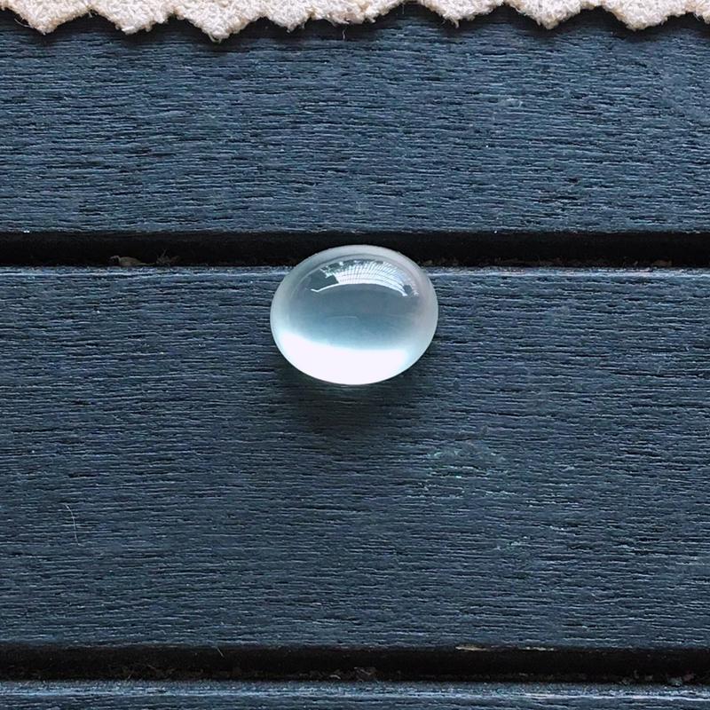 玻璃种蛋面,自然光实拍,种好通透,起荧光,底子纯净,莹润光泽,镶嵌效果超赞