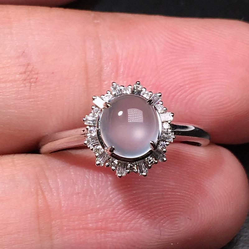 严选推荐老坑玻璃种翡翠蛋面女戒指,18k金钻镶嵌而成,品相佳,佩戴效果出众,尽显气质。种水无可