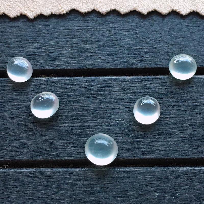 玻璃种翡翠蛋面5个,自然光实拍,种好通透,起荧光,底子纯净,莹润光泽,品质高档,大7*6.5*5mm