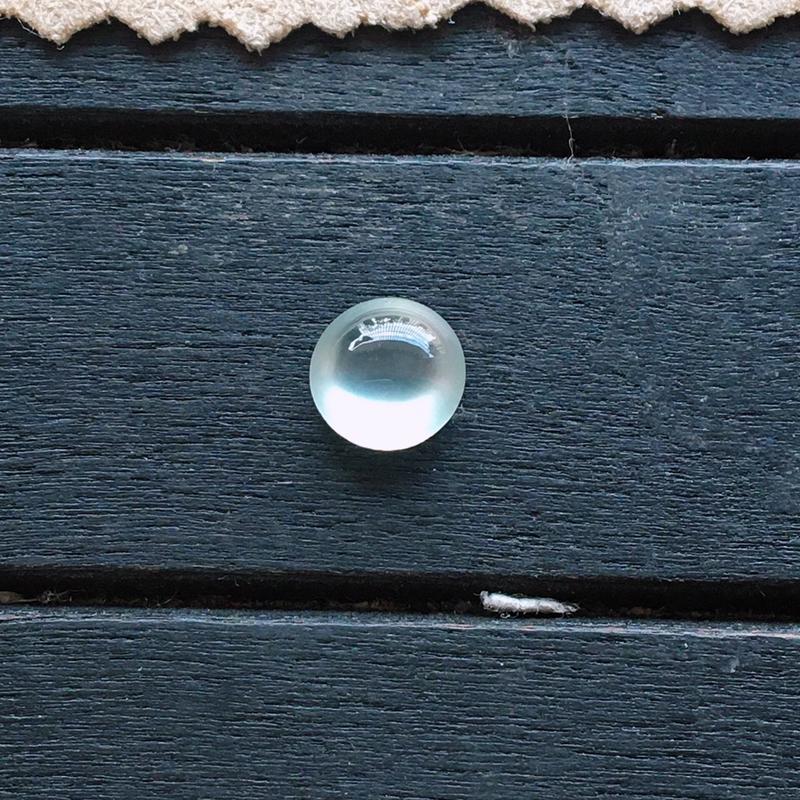 玻璃种翡翠蛋面,自然光实拍,种好通透,起荧光,底子纯净,精致迷人,镶嵌佳品
