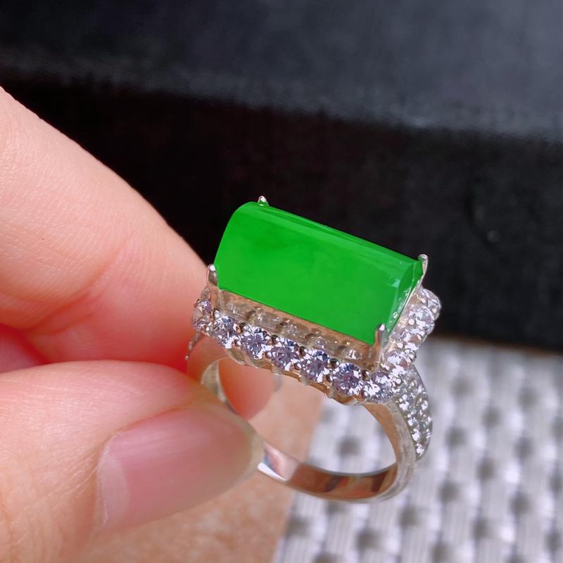 A货翡翠-种好满绿马鞍镶嵌件,尺寸-12.9*8.2*4.8mm