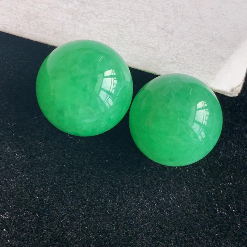 天然翡翠a货冰糯种满色圆,尺寸:13*13.3mm,冰润色正,工艺精美