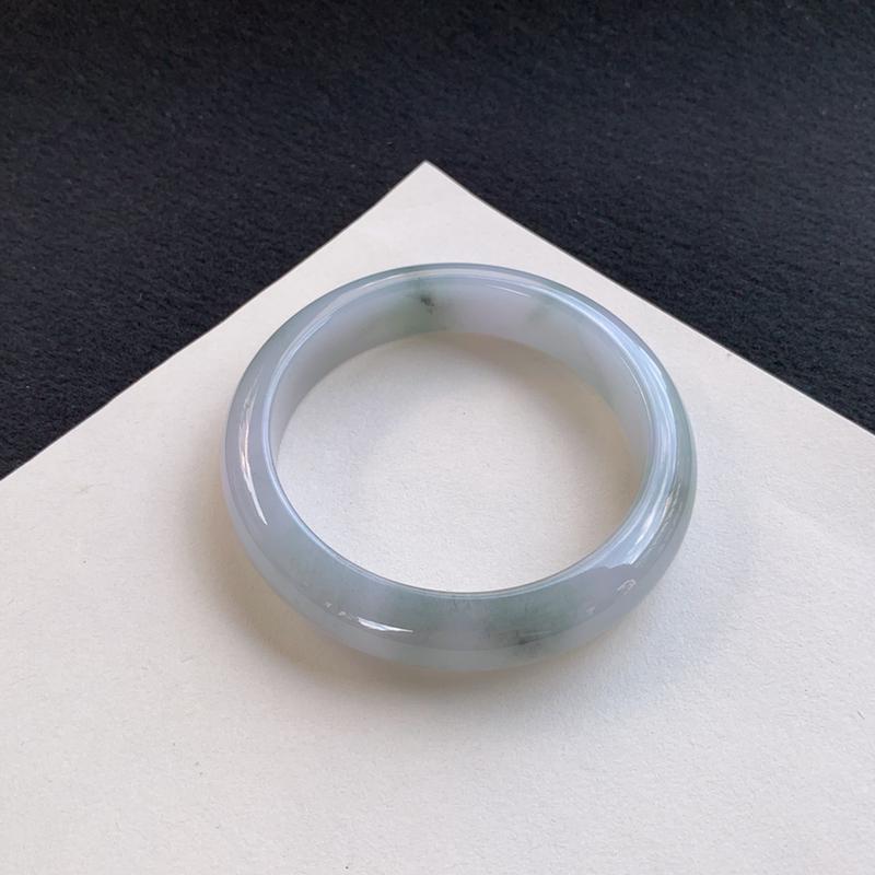 莹润飘花正圈手镯53.7mm 质地细腻,种好水润,清秀高雅, 佩戴效果迷人