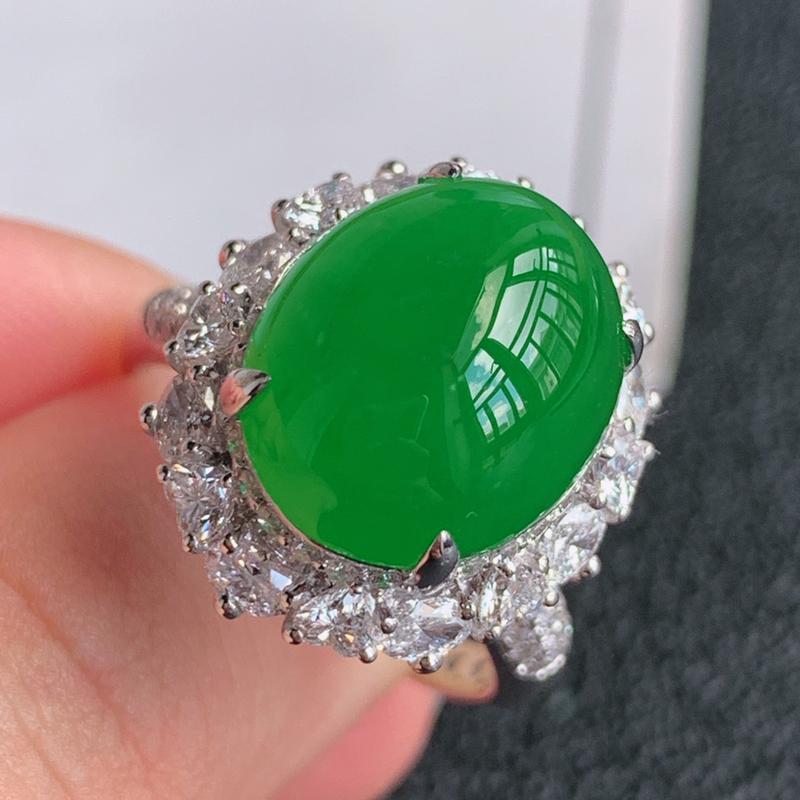 翡翠a货18k金伴钻石豪华镶嵌冰糯种满绿蛋面戒指,金:18.9*17*14.6mm,石:14.4*1