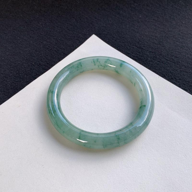 优雅飘花圆条手镯54mm 质地细腻,种好水润,清秀高雅, 佩戴效果迷人