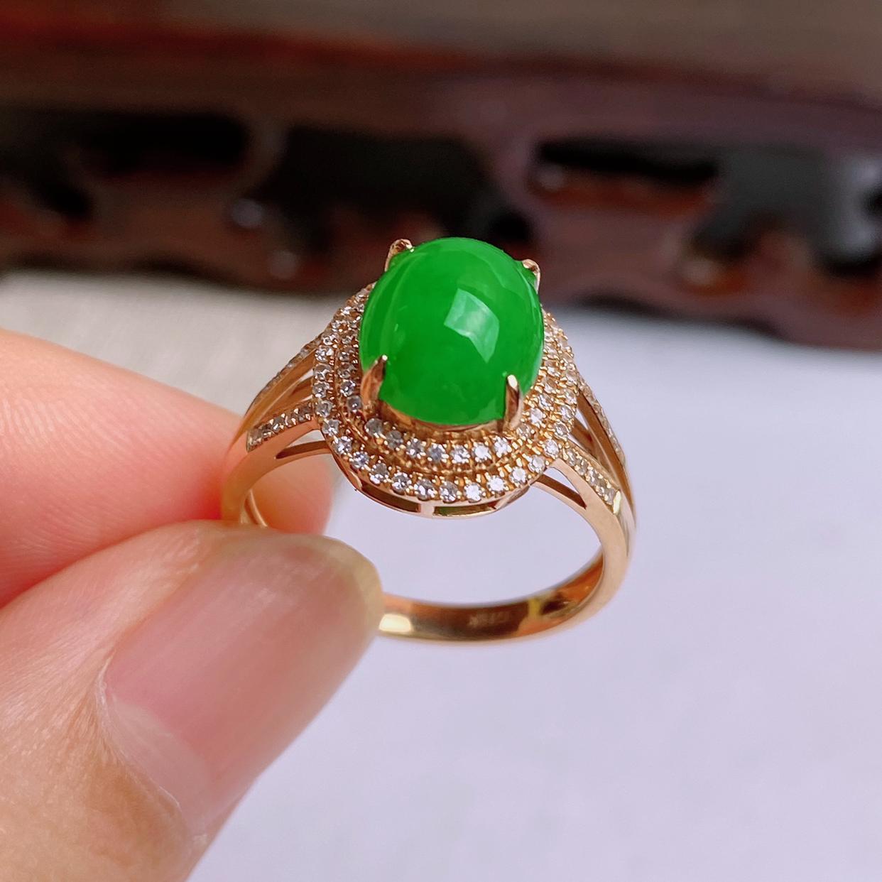 A货翡翠-种好满绿18K金伴钻蛋面戒指,尺寸-裸石9.5*7.6*5.4mm整体12.7*11.4*