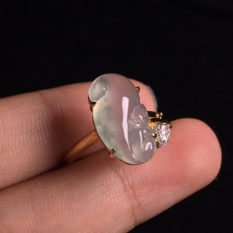 18k金伴钻镶嵌冰种小松鼠戒指,可爱精致,细腻饱满,冰冰透透,水头足,裸石:15*8*5,整体:15