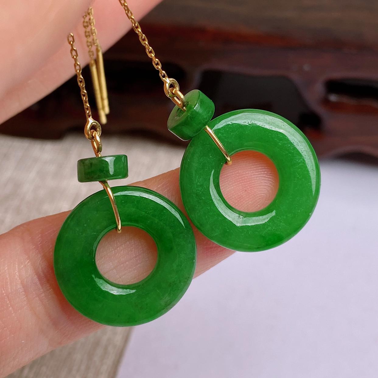 A货翡翠-种好满绿平安环耳坠,尺寸-16.1*2.5mm,耳线为925银